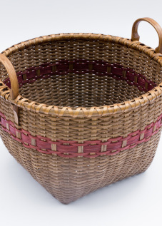 "Reed-5. #822– 14"" apple basket with ear handles, with or without oak runners"