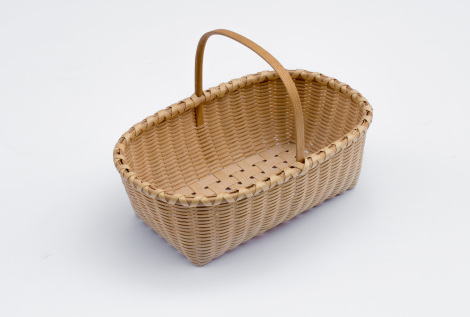 Shaker-5. #811– Knife basket made of ash with bonnet handle