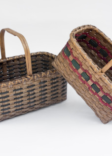 Reed-3. #865– medium market basket with oak bonnet handle and runners