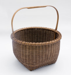 "Reed-6. #824– 14"" apple basket with bonnet handle, with or without oak runners"