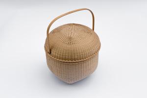 "Shaker-3. #812– 9"" Captured lid with quatrefoil pattern"